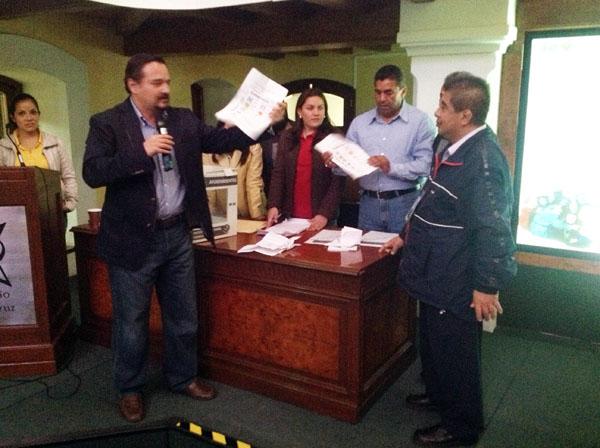 Diplomantes realizan simulacro de jornada electoral