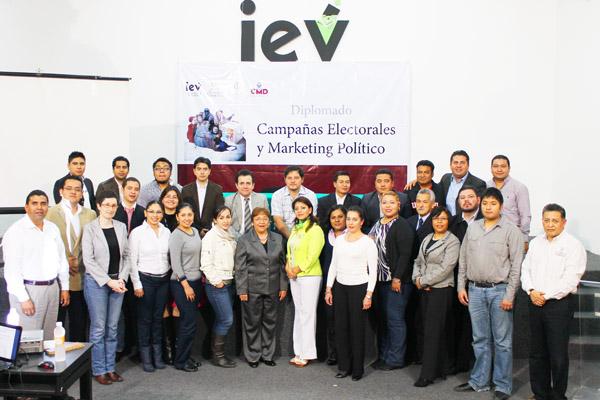 Consejera General del IEV visita a alumnos del Diplomado en MKT