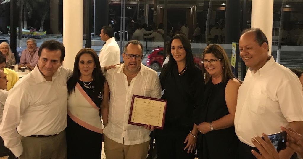 El Centro Municipalista entrega reconocimiento al Capitán Ángel Fernández Ceballos y al Gran Café de la Parroquia